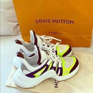 Authentic Louis Vuitton Sneakers Sz 9